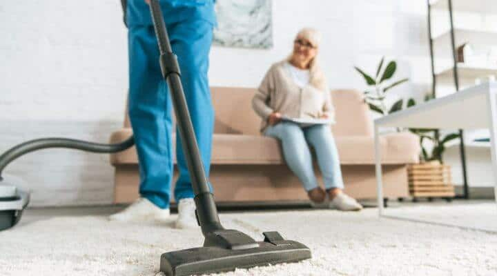 4 Tips for Helping a Senior Clean Their Home
